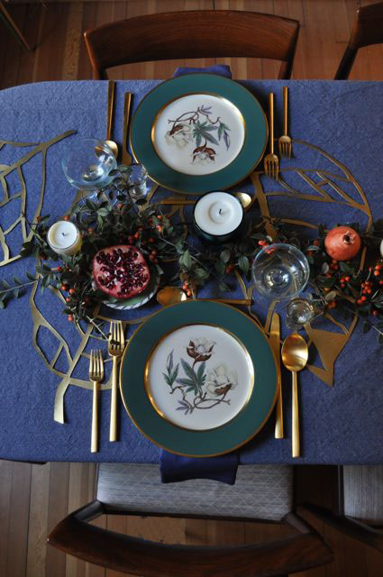 Red House West//Holiday Tablescape